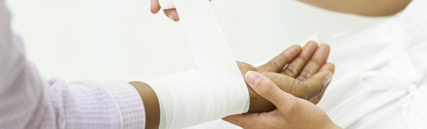 Kā un ar ko apstrādāt brūces un ievainojumus