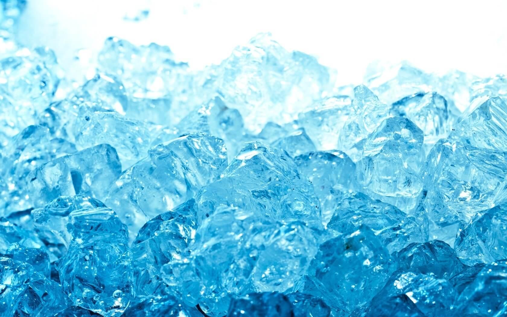 Как правильно пить талую воду: можно ли употреблять, в чем польза, как замораживать и сферы применения